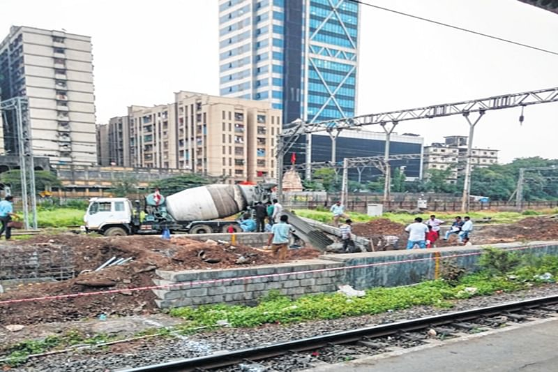 Mumbai: Deadline for Elphinstone and Currey Road FOBs extended by fifteen days
