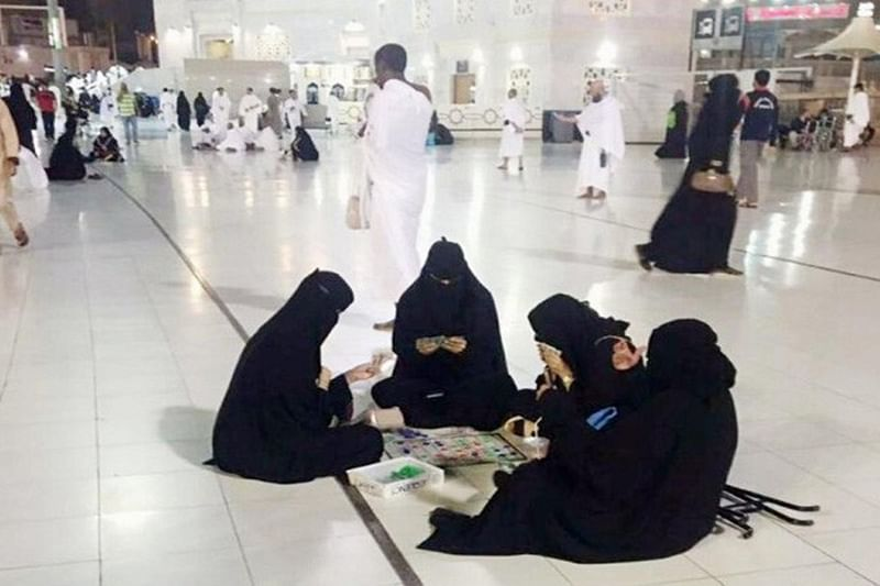 Saudi Arabia: Burqa-clad women playing board game at Mecca's mosque sparks controversy