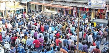 Bhopal: Chaos prevails as BMC mobile court enters Chowk Bazaar, Sarafa