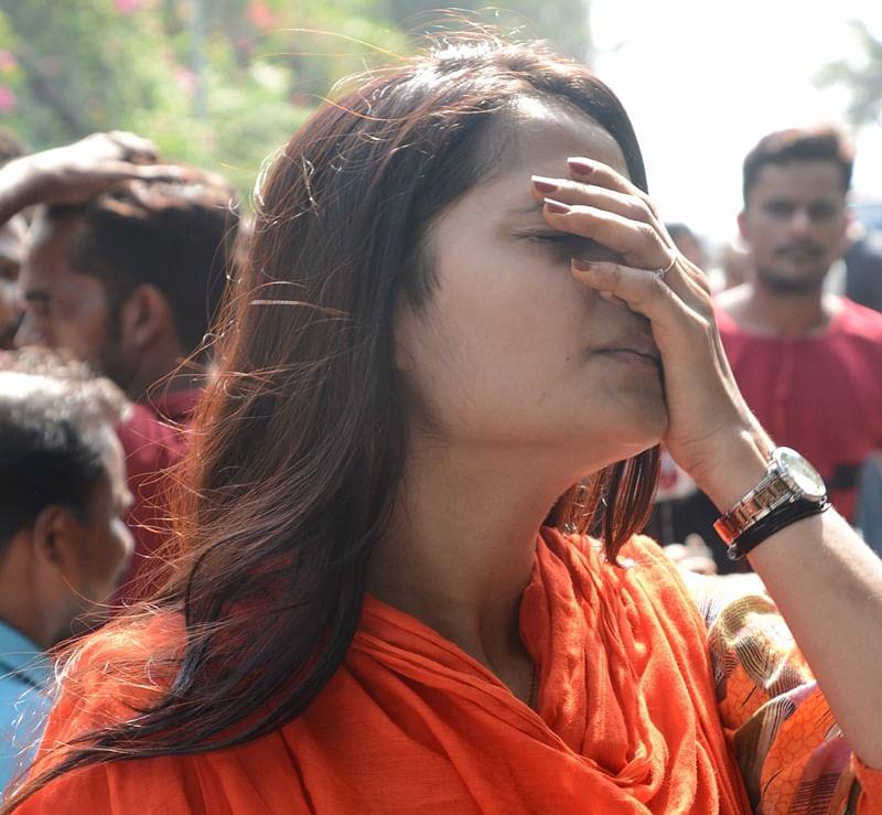 Mumbai: Salman Khan fans' reaction after Salman got 5-year Jail at Bandra residence. Photo by BL SONI