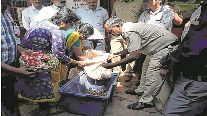 Mumbai: Dahisar Police get their hands dirty and convert biodegradable waste into compost