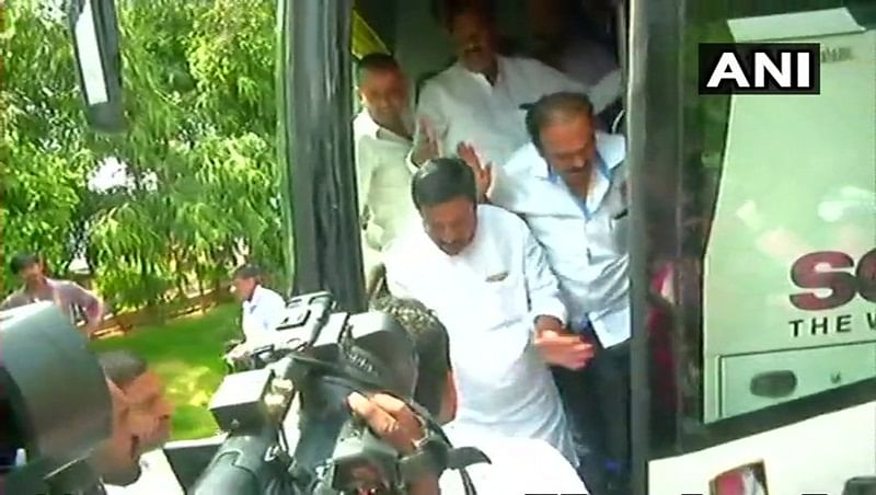 Karnataka Elections 2018: Congress, JD-S shift MLAs to Hyderabad to prevent 'poaching'