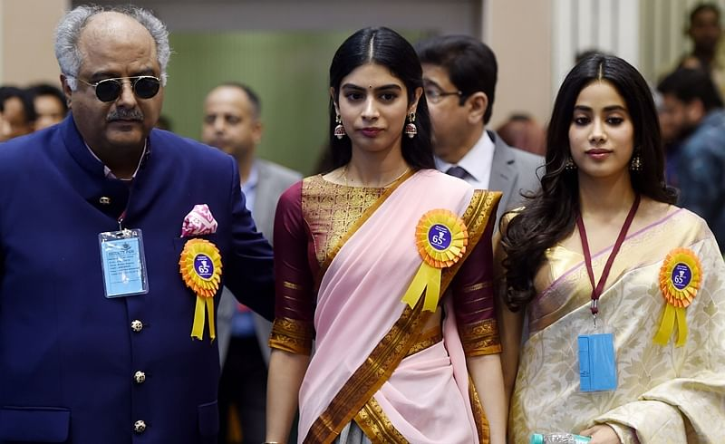 In pictures: Janhvi Kapoor looks exactly like Sridevi in her saree, here's when 'MOM' actress wore this ensemble last