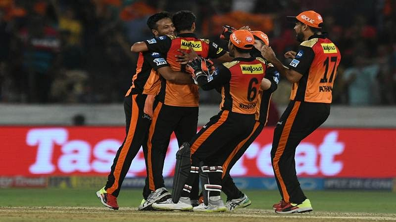 Sunrisers Hyderabad cricketers celebrate after winning the match against Royal Challengers Bangalore during the 2018 Indian Premier League (IPL) Twenty20 cricket match between Sunrisers Hyderabad and Royal Challengers Bangalore  at the Rajiv Gandhi International Cricket Stadium in Hyderabad on May 7, 2018. / AFP PHOTO / NOAH SEELAM / ----IMAGE RESTRICTED TO EDITORIAL USE - STRICTLY NO COMMERCIAL USE----- / GETTYOUT