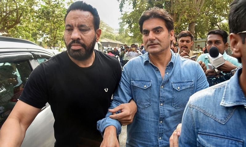 Bollywood actor Arbaaz Khan arrives to appear before the anti-extortion cell in Thane. PTI Photo *** Local Caption ***