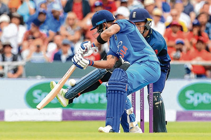 The ball bounces of the pad of England's Joe Root (R) as India's captain Virat Kohli plays a shot during the third One Day International (ODI) cricket match between England and India, at Headingley Stadium in Leeds, northern England on July 17, 2018. / AFP PHOTO / Lindsey PARNABY / RESTRICTED TO EDITORIAL USE. NO ASSOCIATION WITH DIRECT COMPETITOR OF SPONSOR, PARTNER, OR SUPPLIER OF THE ECB