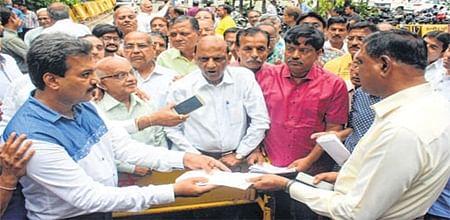 Indore: Over 70 trade organisations submit memorandum to DIG