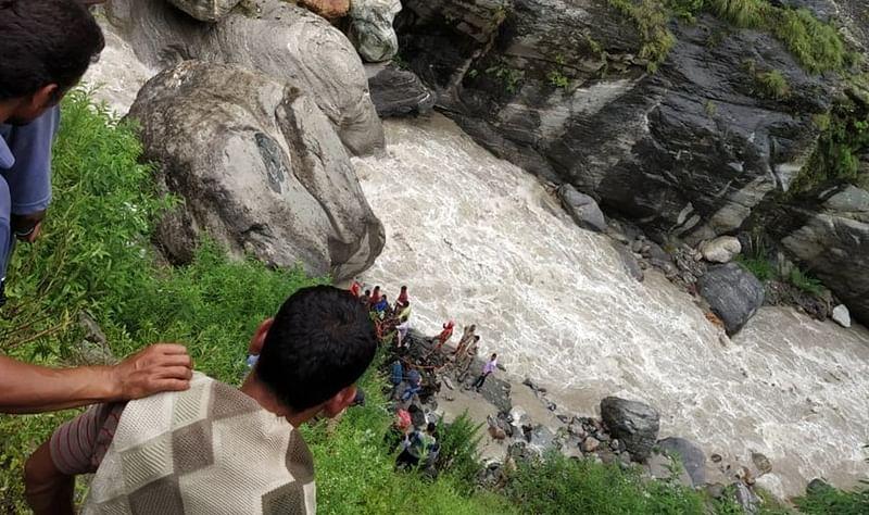 Uttarakhand: 3 missing, 5 injured after vehicle falls into Kalpganga river in Chamoli