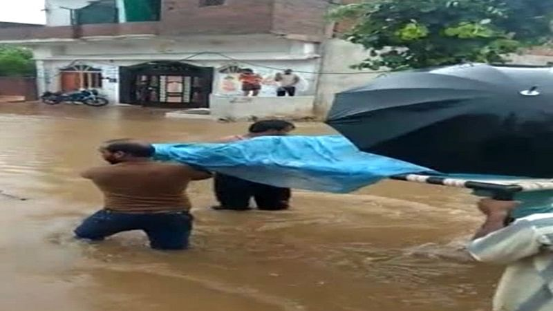 Madhya Pradesh: Pregnant woman carried on cot through flooded streets due to lack of medical facilities