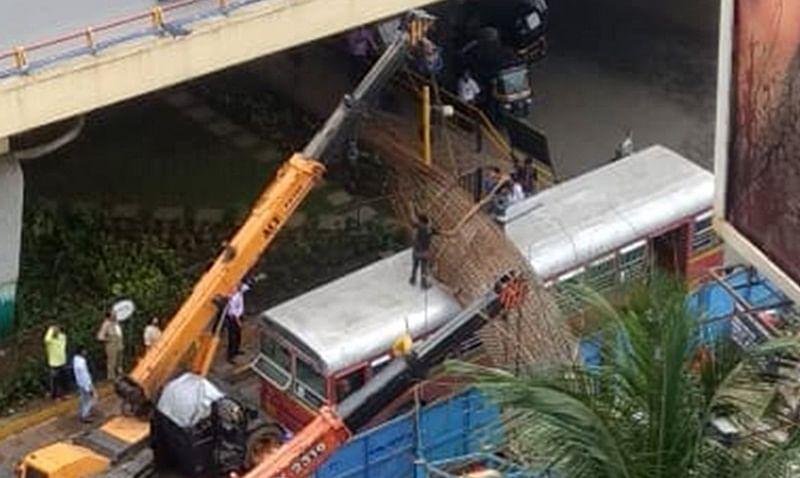 Mumbai: Iron mesh of Metro rail work falls on BEST bus in Kandivali, commuters unhurt
