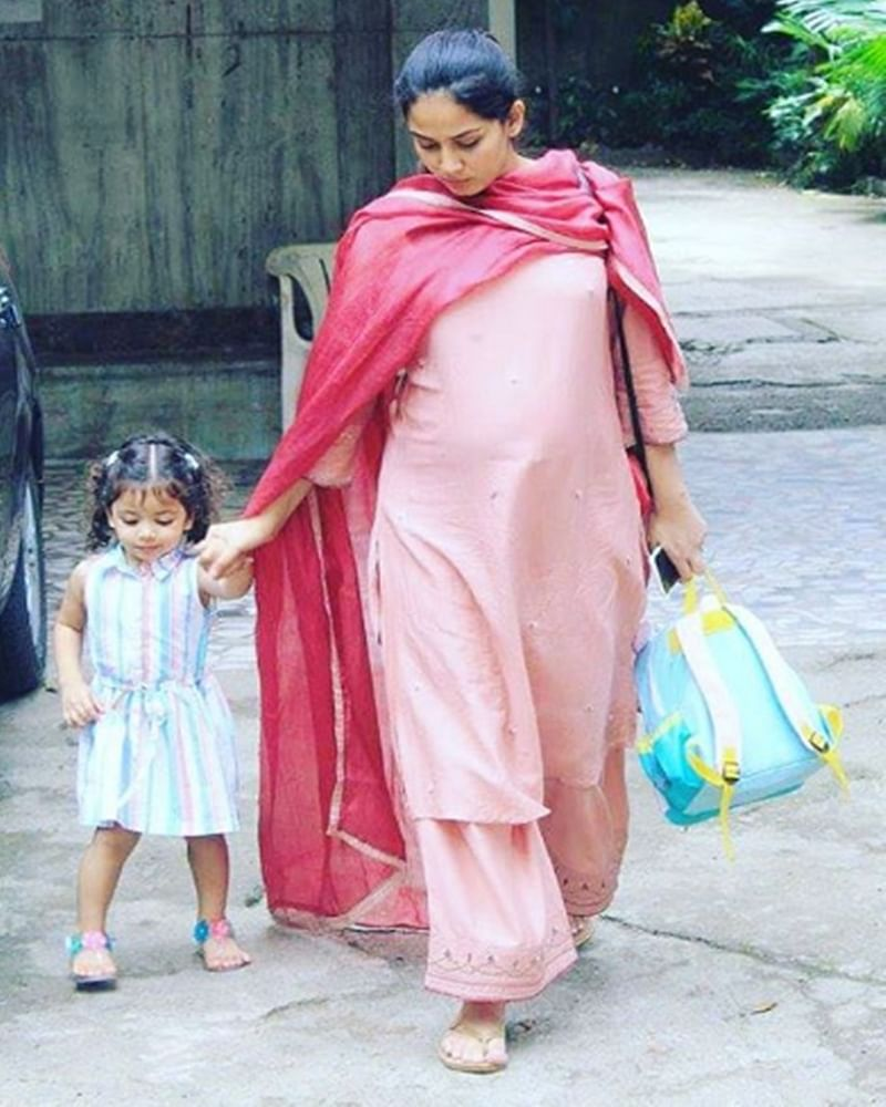 Rewind your school memories with this adorable picture of Misha with mom Mira Rajput
