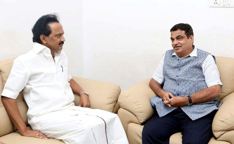 Karunanidhi in hospital: Nitin Gadkari visits hospital, enquires about DMK chief's health