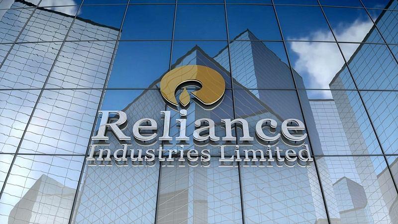 Reliance looks to take on Amazon, Flipkart with own etailer