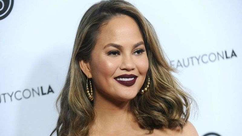 American model Chrissy Teigen live-tweets about Indonesia earthquake during family vacation