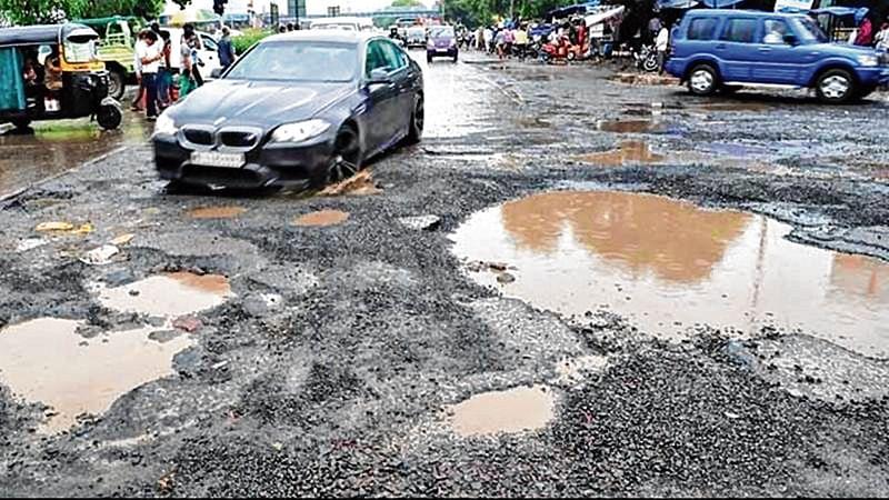 Thane Pothole: 2 kids dead, parents badly injured