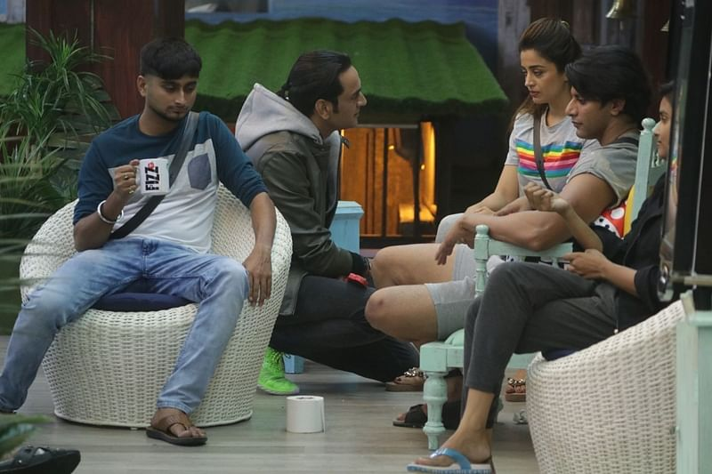 Bigg Boss 12 Day 11: Mastermind Vikas Gupta shows mirror to housemates, Romil-Nirmal's feud with singles and more