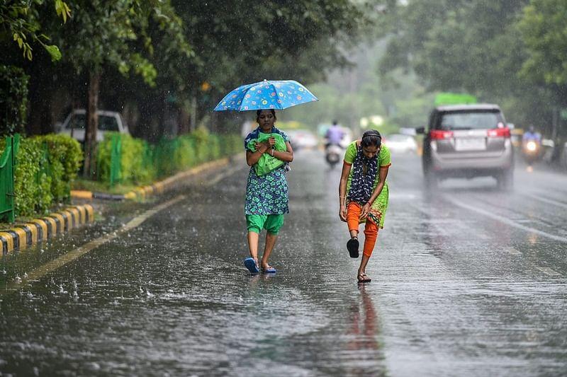 Heavy rains lash Delhi, waterlogging leads to traffic congestions