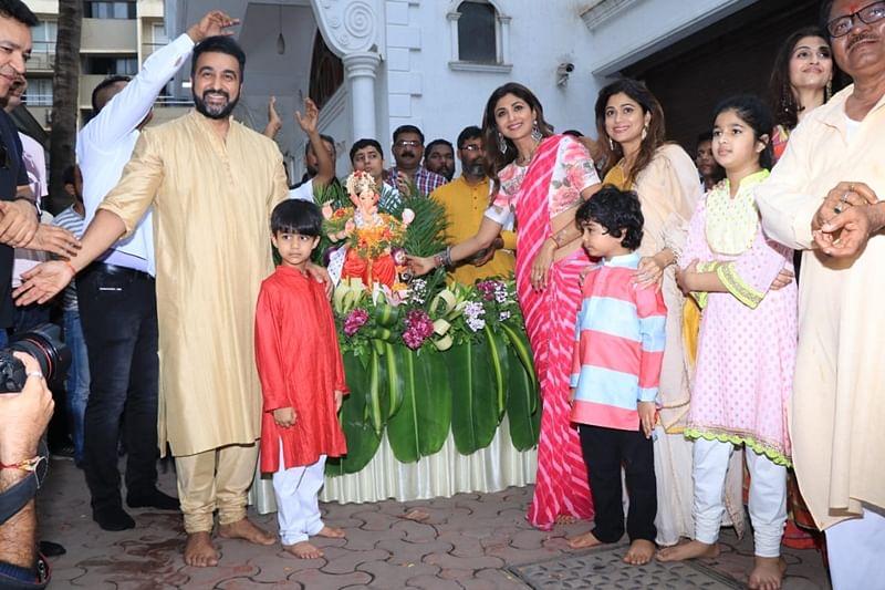 Shilpa Shetty, Raj Kundra, Shamita Shetty and Viaan. Photo by Viral Bhayani