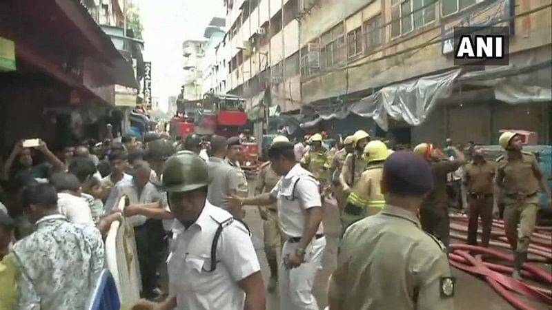 Kolkata: Major fire breaks out at Bagri Market, 30 fire tenders rushed to spot