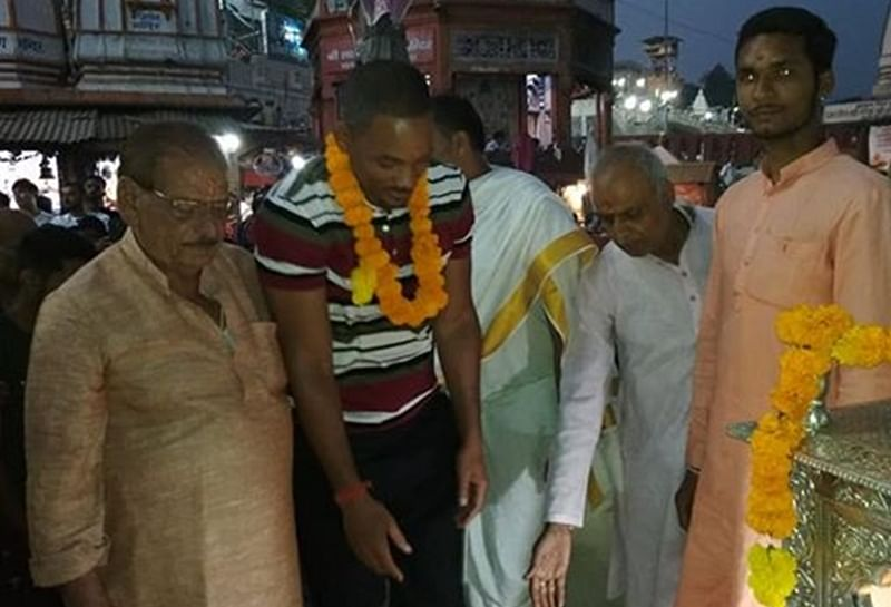 Will Smith performs Ganga Aarti at Haridwar; watch video