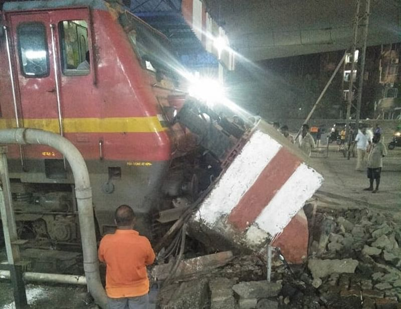 Mumbai-bound Pawan Express hits dead end at LTT, no injuries reported