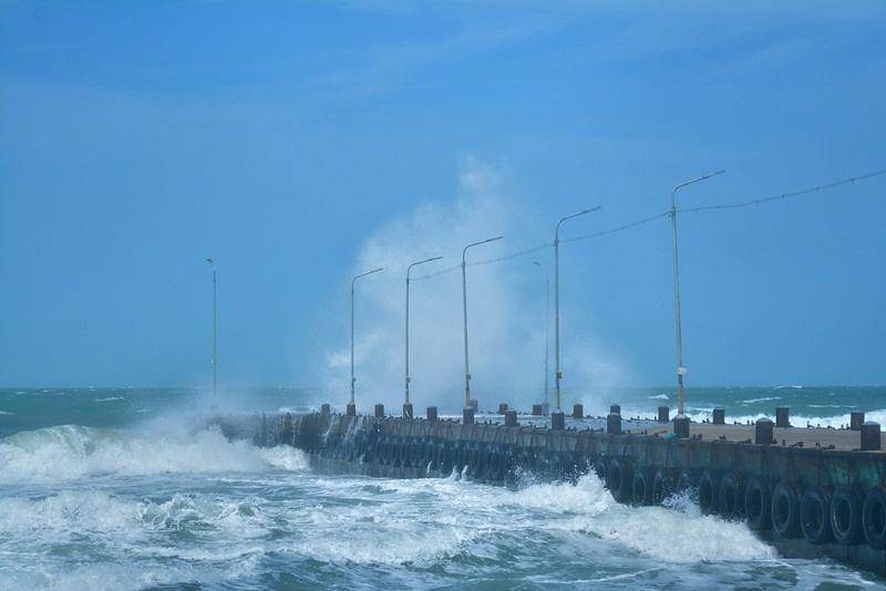 Cyclone Gaja crosses Nagapattinam with trail of destruction, 33 dead in Tamil Nadu