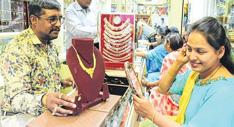 Bazaars Abuzz with shoppers