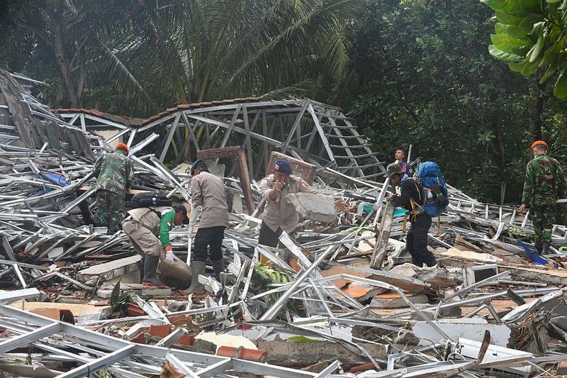 Indonesia landslide kills 15