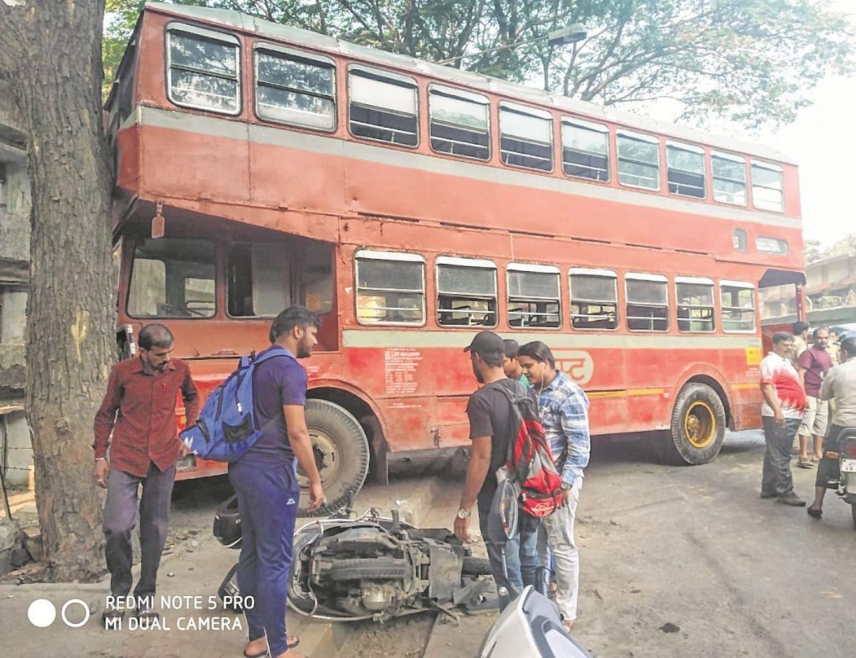 Mumbai: Bus rams into tree at Kalina, two injured