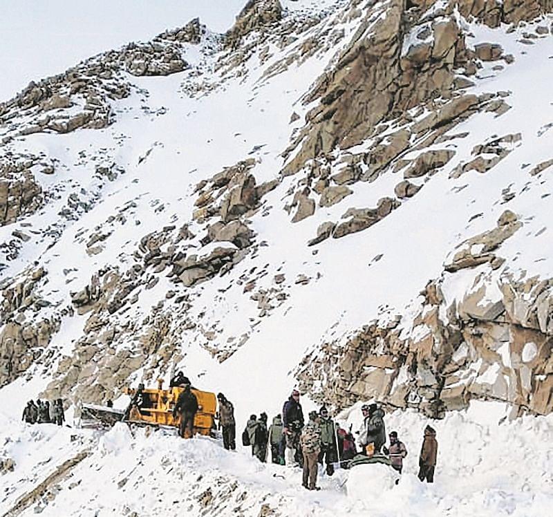 Mumbai trekkers, stranded in snowfall, rescued in Rudraprayag
