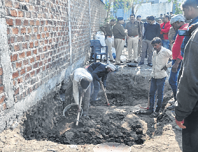 Indore: Police dig land near Sanwer Road for evidence