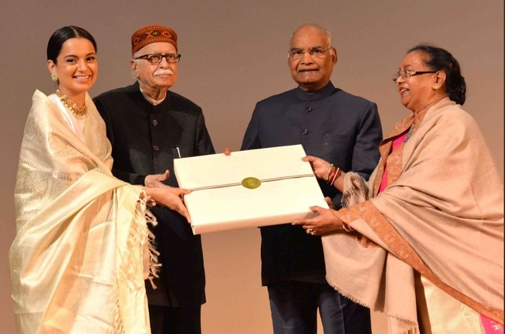 Manikarnika: President Ram Nath Kovind felicitates Kangana and her team at a special screening