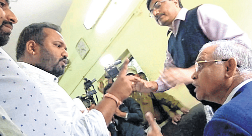Indore: NSUI activists misbehave, abuse V-C