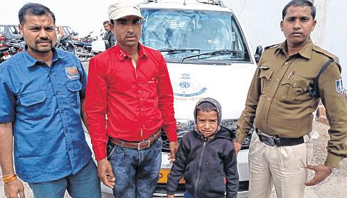 Indore: Cops find kid, reunite family