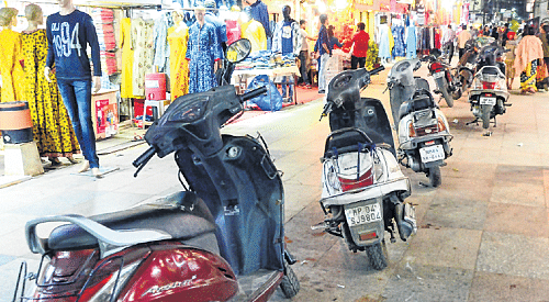 Bhopal: Stalemate resolved, no parking inside New Market from February 22