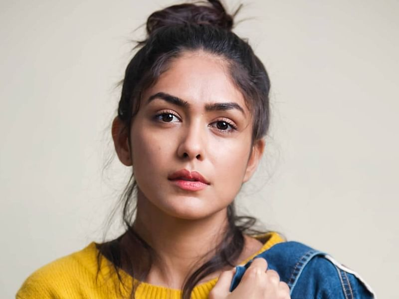 Wow Weekend: Mrunal Thakur unwinds on her off days with binge-watching and fries