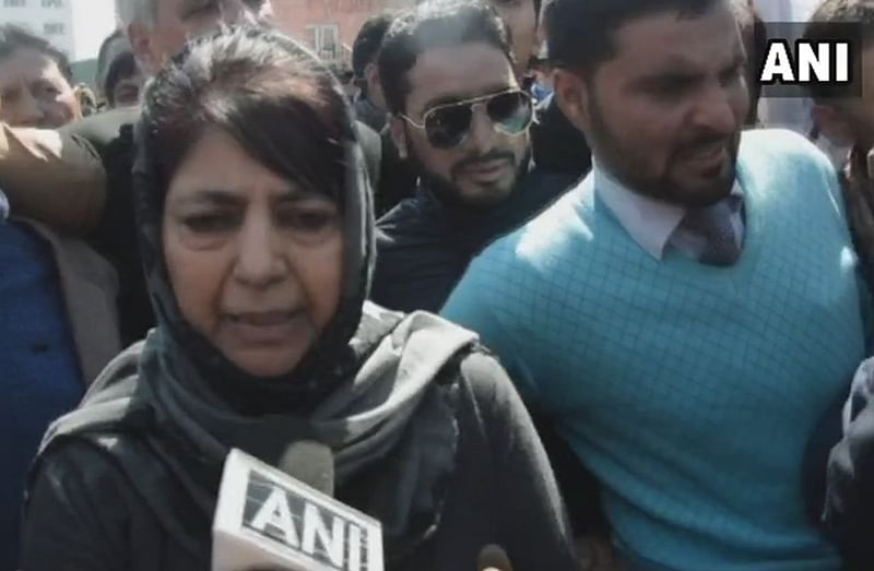Mehbooba Mufti leads protest against ban on Jamaat-e-Islami, demands release of detained members