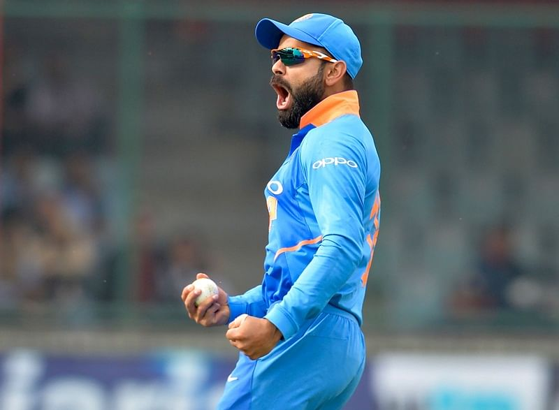 Delhi crowd go crazy with celebrations after Virat's two outstanding catches in 5th ODI, watch