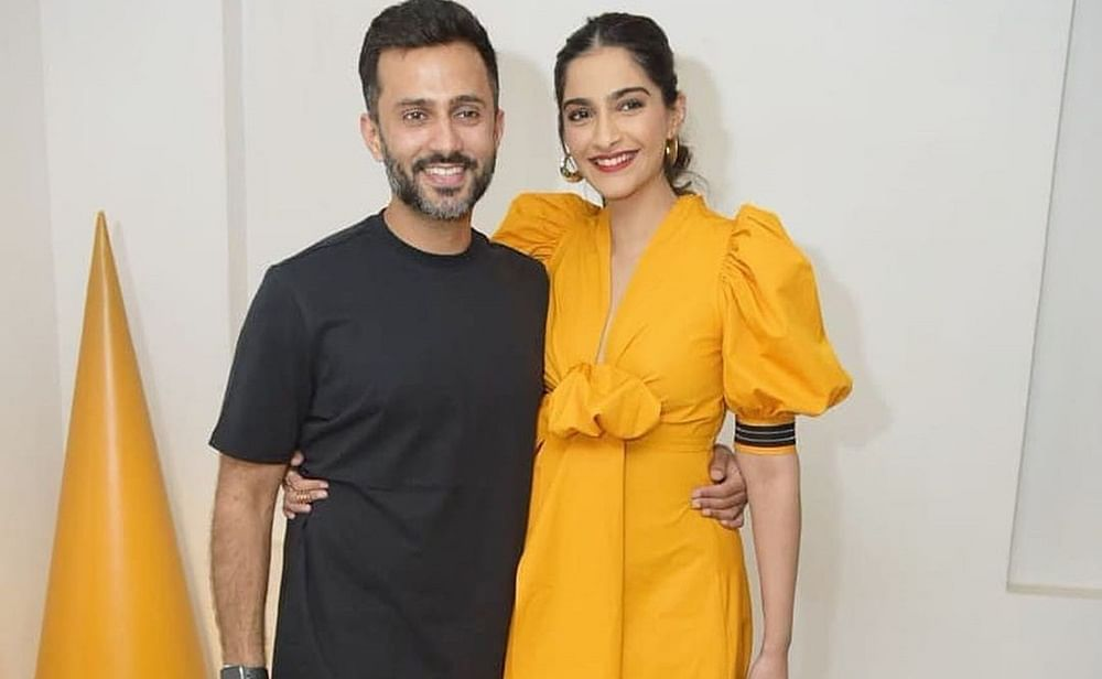 Anand Ahujatying Sonam Kapoor's lace, down on one knee, is giving out major husband goals