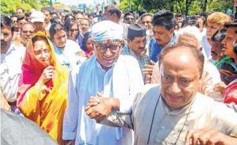 Bhopal: Digvijaya walks in scorching heat to file nomination