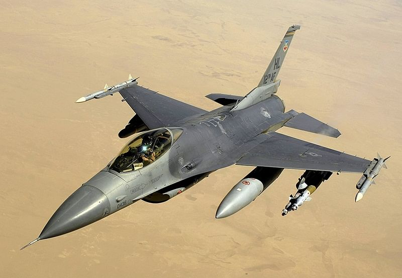 USA: F-16 crashes into warehouse at California military base, pilot ejects