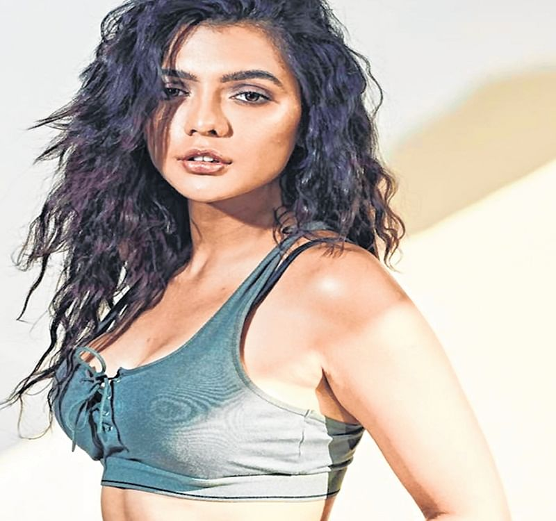 Mumbai: Actress Ruhi Singh, booked for assaulting cops, reportedly absconding