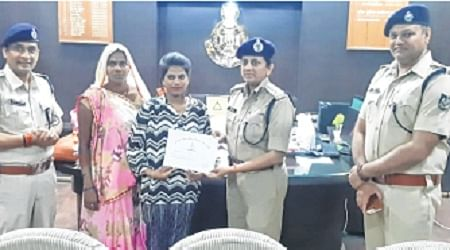 Indore: SSP fetes girl who nabbed mobile snatchers