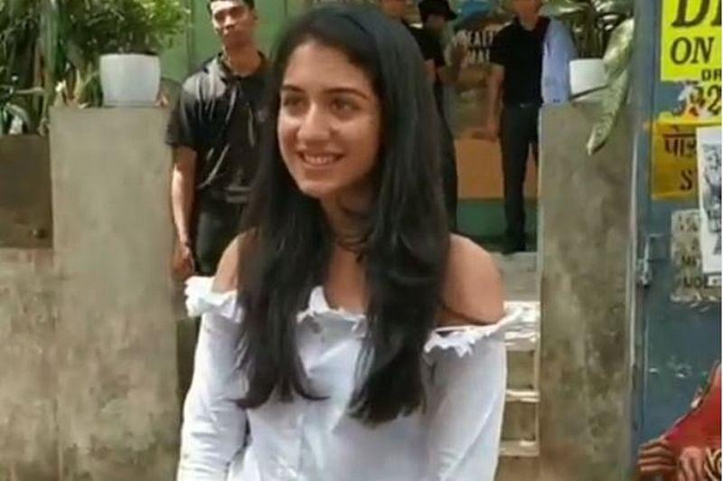 Watch Anant Ambani's GF Radhika Merchant helping out a person in need outside Mumbai restaurant