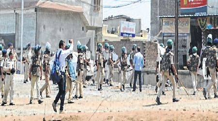 Indore: Irate mob pelts stone on cops
