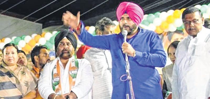 Indore:  Narendra Modi's career will end as Rafale dalal: Navjot Singh Sidhu