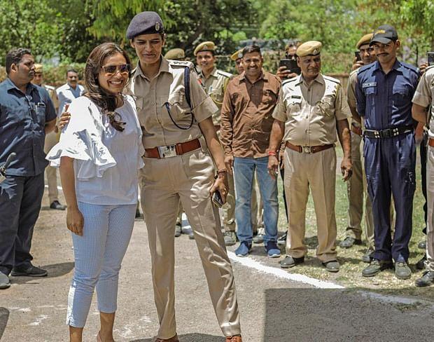 Rani Mukerji meets the police force at Kota while shooting for Mardaani 2