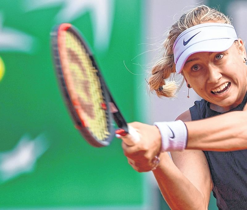 Debutant Anastasia Potapova sends reigning Wimbledon champion packing; Roger Federer wins