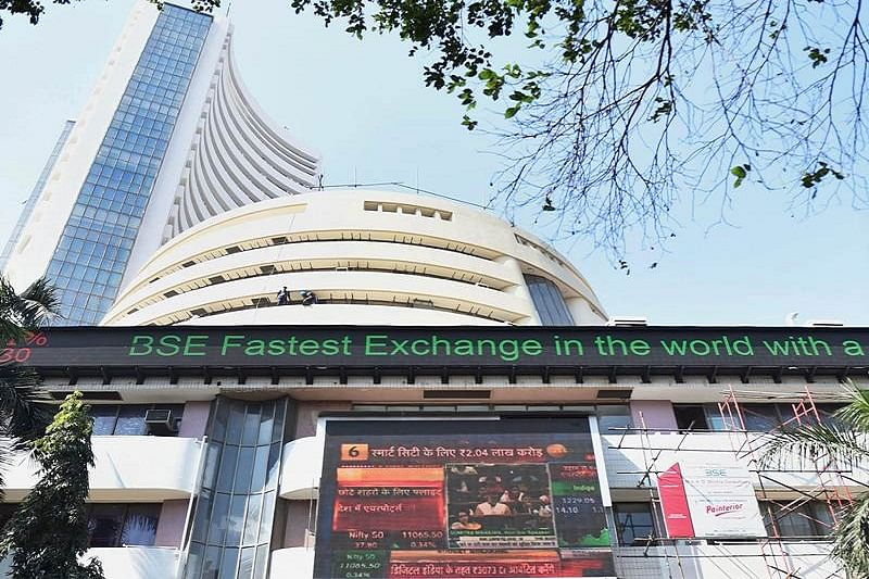 Sensex zooms 1,075 points to reclaim 39,000 level; Nifty closes at 11,600