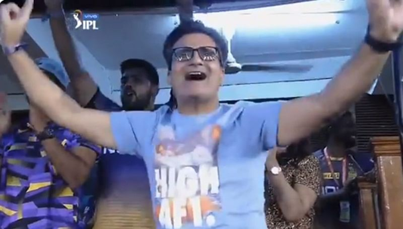 Dancing Dad! Shubman Gill's father dances in stands after his son hits fifty against KXIP, watch
